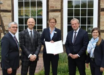 Qualitätsmanagement im Tourismus: Staatssekretär Dr. Nimmermann zertifiziert Welcome Hotel in Bad Arolsen
